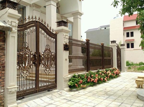 Thi công cổng biệt thự bằng cổng nhôm đúc tại Cát Hải Hải Phòng