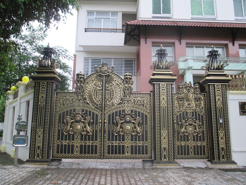Thi công cổng nhôm đúc tại Quận 3 TPHCM
