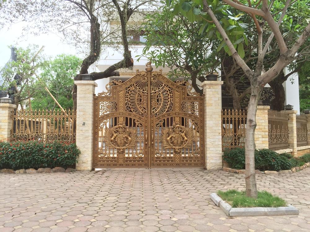 Thi công cổng nhôm đúc tại Thủ Dầu Một Bình Dương