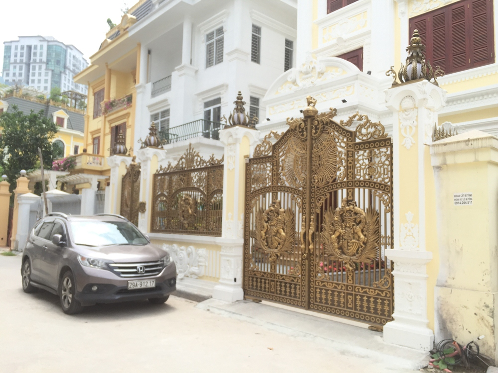 Thi công cổng biệt thự,cổng nhôm đúc tại TPHCM