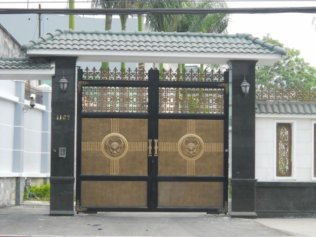 Thi công cổng nhôm đúc tại Quận 4 TPHCM